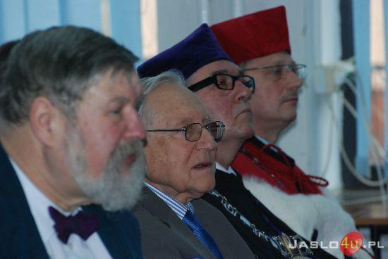 Wśród zaproszonych osób byli profesor Antoni Dawidowicz z Uniwersytetu Jagiellońskiego, profesor Rościsław Rabczuk z Politechniki Wrocławskiej oraz Mariusz ... - dsc_1148