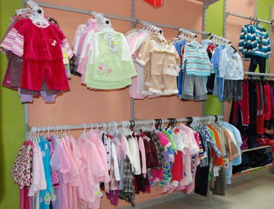 Nasza firma zajmuje się produkcją bielizny i odzieży niemowlęcej i dziecięcej. Działa od roku , oferując swoim klientom wysokiej jakości wyroby cechujące się dużą trwałością użytkową, estetyką wykonania, nowoczesnym wzornictwem.